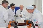 В ходе визита в Ульяновск В. Гутенев назвал АО «НПП «Завод Искра» примером оптимального сочетания технического развития и эффективного использования средств.
